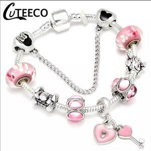 Jewelry - Brand New Minnie Mouse Charm Bracelet 21cm